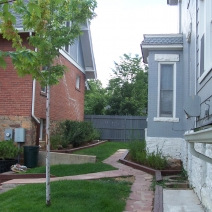 1015-1021 Pleasant courtyard